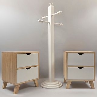 Lote de 3 piezas. Siglo XX. Consta de: a) Perchero. En talla de madera color blanco. Marca Jack & Jane. b) Par de burós. Con 2 cajones.