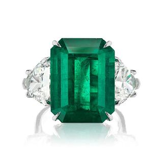 COLOMBIAN EMERALD RING WITH DIAMOND