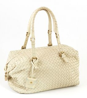 Bottega Veneta Light Green Woven Calf Leather Zip Shoulder Bag, with double adjustable handles and brushed gold hardware, the interior of the bag line