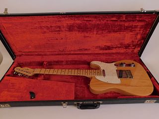 AMERICAN FENDER ELECTRIC GUITAR