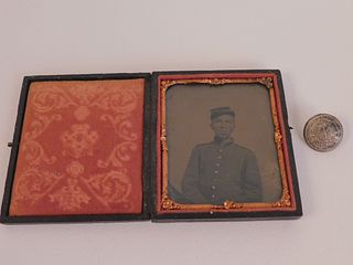 CONFEDERATE SOLDIER PHOTO & BUTTON