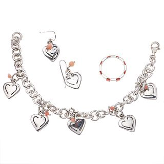 Pulsera con 5 pendientes, anillo y par de aretes con ágatas y simulantes color rosa en plata .925. Peso: 53.8.