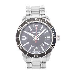 Reloj Wenger. Movimiento de cuarzo. Caja circular en acero de 44 mm. Carátula color negro con índices de barras y números aráb...