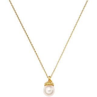 CHOKER AND PENDANT WITH CULTIVATED PEARL, IN 18K YELLOW GOLD Cream colored pearl. Weight: 3.5 g