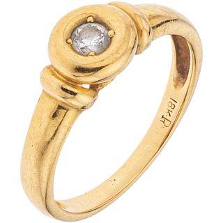 18K YELLOW GOLD RING WITH DIAMOND Brilliant cut diamond ~0.15 ct. Weight: 3.0 g. Size: 6 ½