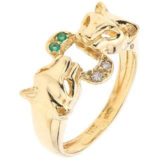 14K YELLOW GOLD RING WITH DIAMONDS 2 8x8 cut diamonds ~0.04 ct. Weight: 4.5 g. Size: 6 ¼
