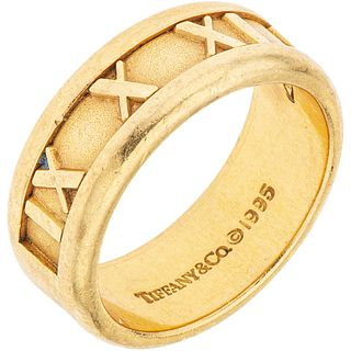 18K YELLOW GOLD RING Weight: 8.3 g. Size: 5 ½