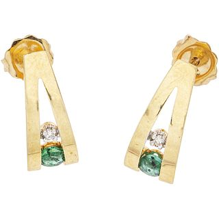 PAIR OF EARRINGS WITH EMERALDS AND DIAMONDS IN 14K YELLOW GOLD 2 Round cut emeralds~0.18ct, 2 8x8 cut diamonds ~0.02ct