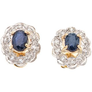 PAIR OF STUD EARRINGS WITH SAPPHIRES AND DIAMONDS IN 14K YELLOW GOLD AND PALLADIUM SILVER 2 Oval cut sapphires, 20 8x8 cut diamonds