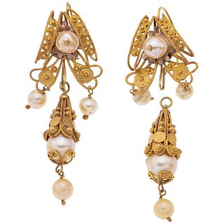 PAIR OF EARRINGS WITH CULTIVATED PEARLS IN 8K YELLOW GOLD Removable filigree design with 10 cream colored pearls. Weight: 14.0 g