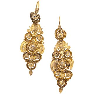 PAIR OF DIAMOND EARRINGS IN 18K YELLOW GOLD Detachable design with 13 faceted diamonds ~0.04 ct