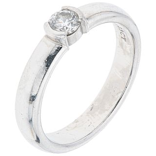 DIAMOND RING IN .950 PLATINUM, TIFFANY & CO. Weight: 6.4 g. Size: 6