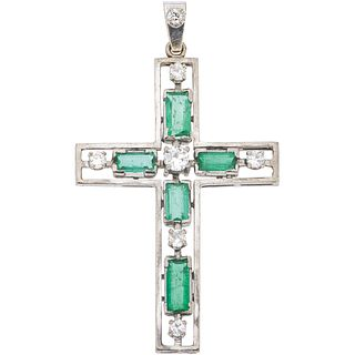 CROSS WITH EMERALDS AND DIAMONDS IN 18K WHITE GOLD 5 Rectangular cut emeralds ~1.40 ct, 7 Antique and Swiss cut diamonds
