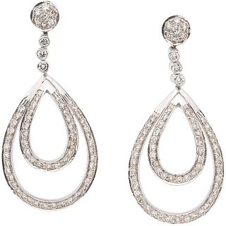 PAIR OF EARRINGS WITH DIAMONDS IN 18K WHITE GOLD 128 Brilliant cut diamonds ~1.40 ct. Weight: 11.4 g