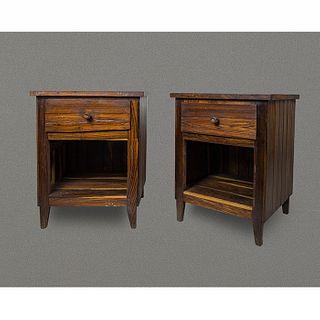 Par de mesas de noche en madera tropical / Pair of tropical wood nightstands