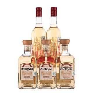 Tequilas. a) Huizache. b) Mayorazgo. 100% agave. Total de piezas: 5.