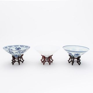 THREE CHINESE ANHUA BOWLS ON WOODEN STANDS