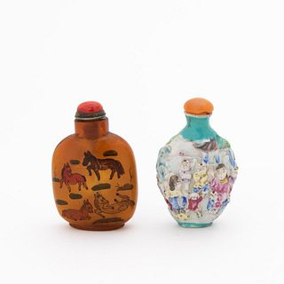 GROUP OF TWO CHINESE SNUFF BOTTLES