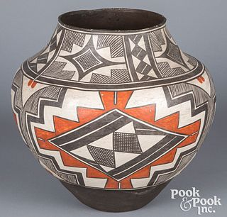 Large Laguna Pueblo Indian polychrome pottery oll