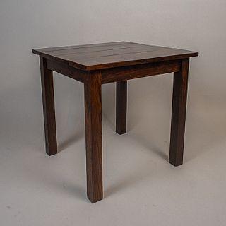 Mesa lateral en madera de cuéramo con cubierta cuadrangular / Cuéramo side table