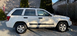 2005 White Jeep 4 x 4 Grand Cherokee, Creme Leather Interior 25,872 Miles