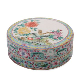 A CHINESE FAMILLE-ROSE 'FLORAL'BOX AND COVER