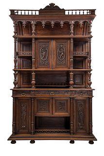 Buffet. Francia. Siglo XX. Estilo Enrique II. En talla de madera de nogal. Con 3 cajones con tiradores de metal dorado.