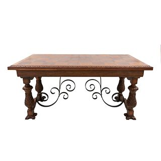 Mesa. Francia. Siglo XX. En talla de madera de roble. R>Con cubierta rectangular, sistema de extensiones, fustes compuestos.