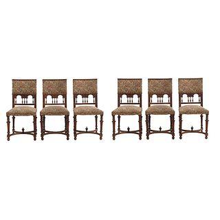 Lote de 6 sillas.  Francia.  Siglo XX.  Estilo Enrique II.  En talla de madera de nogal.  Con respaldos semiabiertos.