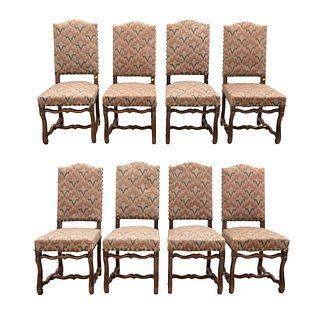 Lote de 8 sillas. Francia. Siglo XX. En talla de madera de roble. Con respaldos cerrados y asientos acojinados.