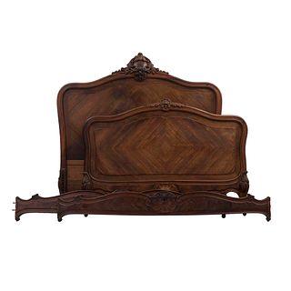 Cama matrimonial. Francia. Siglo XX  Estilo Luis XV. En talla de madera de roble. Consta de: cabecera, piecera y 2 largueros.