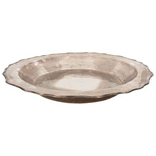 """PLATE 19TH CENTURY Scalloped edge, 0.925 silver. Weight: 2100 g 19.2"""" (49 cm) in diameter"""