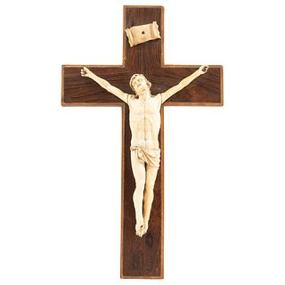 """CRUCIFIX 20TH CENTURY Ivory carving on wooden cross 16.5 X 9.8"""" (42 x 25 cm)"""