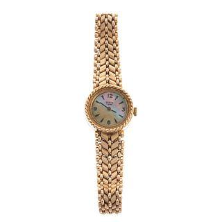 A Ladies Vintage Geneva Wrist Watch in 14K