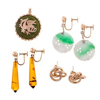 A Collection of 14K Jewelry in Jade & Amber