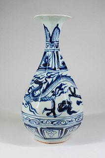 Chinese Blue and White Porcelain 'Dragon' Vase