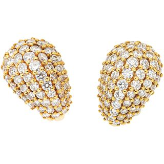 PAIR OF EARRINGS WITH DIAMONDS IN 18K YELLOW GOLD with 120 brilliant cut diamonds ~6.50 ct. Weight: 16.6 g