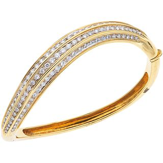 "BRACELET WITH DIAMONDS IN 18K YELLOW GOLD with 124 brilliant cut diamonds ~3.0 ct. Weight: 33.5 g. Length: 6.6"" (16.8 cm)"