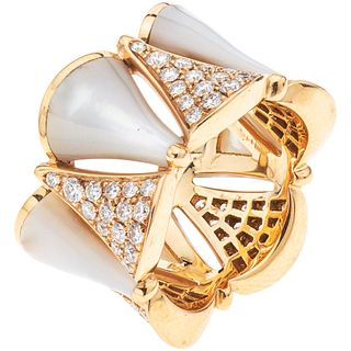 RING WITH MOTHER OF PEARL AND DIAMONDS IN 18K PINK GOLD, BVLGARI, DIVAS' DREAM COLLECTION Weight: 9.4 g. Size: 4 ½