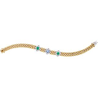 BRACELET WITH SAPPHIRE, EMERALDS AND DIAMONDS IN WHITE AND YELLOW 18K GOLD 1 sapphire ~0.50 ct, 2 emeralds ~0.90 ct and 94 diamonds