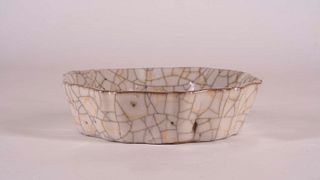 Rare Lobed Ge-Type Shallow Bowl