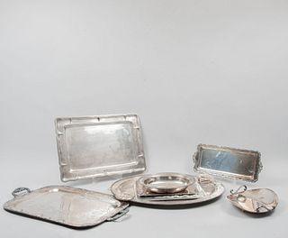 Lote de 8 piezas. Siglo XX. Diferentes diseños. Elaboradas en metal plateado y pewter. Algunas marca Daniel L. Boone y De la Peña.
