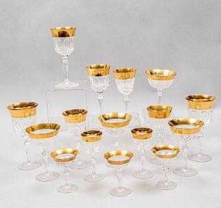 Servicio abierto de copas. Siglo XX. Elaboradas en cristal cortado. Para vino blanco, vino rojo, vino rosado, agua, licor dulce, Otras.