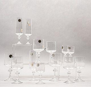 """Lote de 60 copas. Francia. Siglo XX. Elaboradas en cristal D'Arques. Modelo Vendôme yVendôme """"Lance""""."""