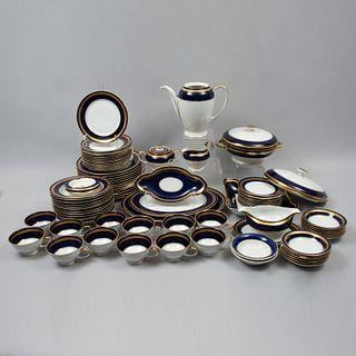 Vajilla. Alemania. SXX. En porcelana Rosenthal. Servicio para 12 personas. Consta de: tetera, cremera, azucarera, otros. Piezas: 92