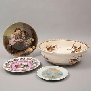 Lote de 4 platos decorativos. Siglo XX. Elaborados en porcelana y semiporcelana, uno Bavaria. Marca Tongana, JKW, Villeroy & Eoch, otro