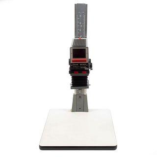 """Ampliadora fotográfica o """"Alargador"""" Italia. Siglo XX. Elaborado en metal y material sintético. Marca Durst. Modelo M 601."""