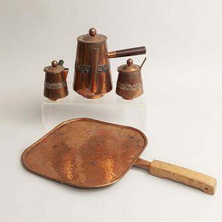 Servicio para café. México. Siglo XX. Elaboradas en cobre. Consta de: tetera, cremera, azucarera y comal. Piezas: 4