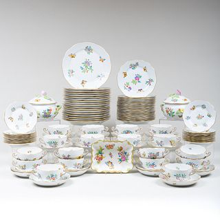 Herend  Porcelain Part Dinner Service in the 'Queen Victoria' Pattern
