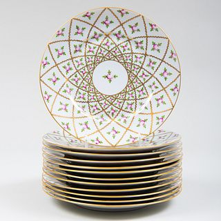 Set of Twelve Herend Porcelain Dinner Plates in the 'Sevres Roses' Pattern